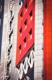 Fachada del rojo de la casa en el estilo de alta tecnología Fotografía de archivo