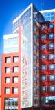 Fachada del rojo de la casa en el estilo de alta tecnología Foto de archivo