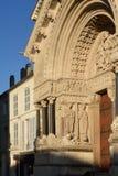 Fachada del santo-Trophime Románico de Cathedrale Imágenes de archivo libres de regalías