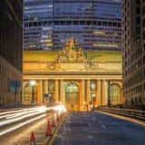 Fachada del terminal de Grand Central en el crepúsculo en Nueva York Foto de archivo libre de regalías