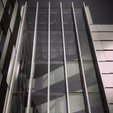 Fachada del vidrio del edificio de oficinas Imágenes de archivo libres de regalías