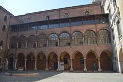 Fachada Di Comuna Cidade Hall In Piazza Independencia Square em Verona Curso, feriados, arquitetura 30 de março de 2015 Verona, foto de stock