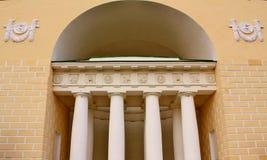 Fachada do edifício com colunas Foto de Stock