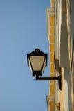 Fachada do edifício com lâmpada Imagem de Stock