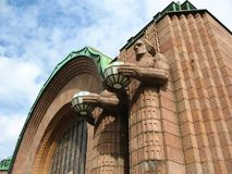Fachada do estação de caminhos-de-ferro de Helsínquia foto de stock