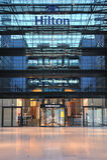 Fachada do hotel do aeroporto de Hilton Francoforte Fotografia de Stock Royalty Free