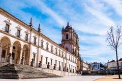 Fachada do monastério de Alcobaça fotos de stock