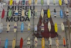 A fachada do museu de Mude da forma e do projeto Foto de Stock