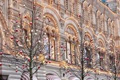 Fachada do Natal do ano novo da construção no quadrado vermelho em Moscou imagem de stock