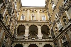 Fachada do pátio de Palazzo Mattei fotografia de stock royalty free