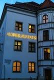 Fachada do restaurante principal Hofbrauhaus da cerveja com sinal autêntico a Imagem de Stock Royalty Free