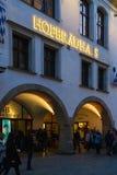 Fachada do restaurante principal Hofbrauhaus da cerveja com sinal autêntico a Imagens de Stock