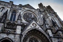 Fachada do St John The Divine Cathedral em New York imagens de stock