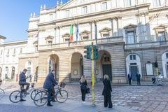 Fachada do teatro do La Scala milan Italy foto de stock