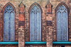 Fachada do tijolo da igreja Católica velha Imagens de Stock Royalty Free