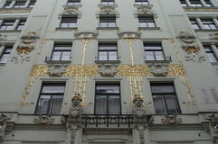 Fachada dourada da arte-nouveau foto de stock royalty free