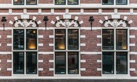 Fachada elegante típica de la casa de Holanda imagen de archivo
