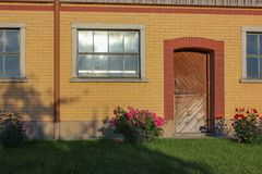 fachada estable del edificio Imagenes de archivo
