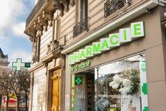 Fachada Francia del edificio de la farmacia Fotografía de archivo libre de regalías