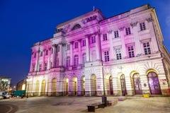 Fachada iluminada del palacio de Staszic en Varsovia Foto de archivo libre de regalías