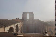 Fachada incompleta del nuovo o del Facciatone previsto del Duomo en niebla Siena Toscana Italia Fotos de archivo
