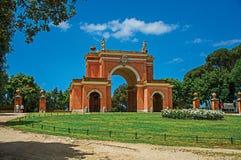 Fachada inusual del teatro en el parque de Pamphili del chalet en un día soleado en Roma Imagen de archivo libre de regalías