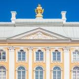 Fachada magnífica del ornamento del palacio Fotos de archivo