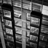 Fachada moderna de la construcción de viviendas Imagen de archivo libre de regalías