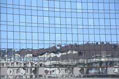 Fachada moderna del edificio reflector de cristal y del acero fotos de archivo