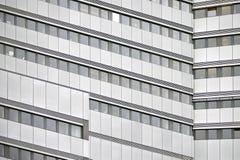 Fachada moderna do prédio de escritórios fotos de stock