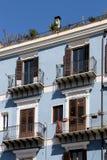 Fachada muito bem restaurada de uma construção velha Fotografia de Stock