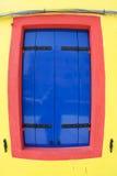 Fachada multicolora de una casa en la isla de Burano cerca de Venecia Fotos de archivo