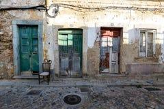 Fachada pintoresca de la casa en la ciudad vieja de Olhao en el Algarve fotos de archivo