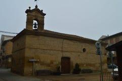 Fachada principal de la ermita del día muy nublado de San Roque On A en San Vicente De La Sonsierra Arquitectura, arte, historia, imagen de archivo