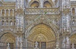 Fachada principal St Mary da catedral de Toledo, España imagens de stock