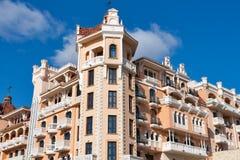 Fachada real del hotel de lujo del castillo en Elenite, Bulgaria Foto de archivo