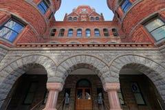 Fachada roja vieja del museo en Dallas Texas Imágenes de archivo libres de regalías