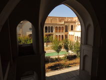 Fachada, terraços e arcos da casa tradicional do palácio de Ameri na cidade dos oásis de Kashan, na província de Isfahan de Irã c Fotos de Stock