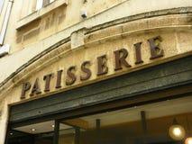 Fachada velha da padaria na cidade francesa pequena Foto de Stock