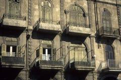 Fachada, ventanas y obturadores Imágenes de archivo libres de regalías