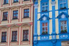 Fachada vieja colorida de los edificios en Praga Fotografía de archivo libre de regalías