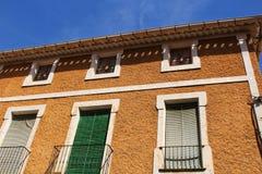Fachada vieja colorida y majestuosa de la casa en Caravaca de la Cruz, Murcia, España imagenes de archivo