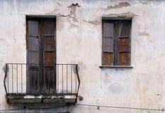 Fachada vieja de la casa fotos de archivo