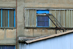 Fachada vieja de la fábrica Fotografía de archivo libre de regalías