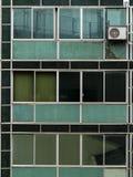 Fachada vieja del vidrio verde de un edificio comercial en Sao Paulo céntrica imagen de archivo libre de regalías