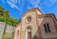 Fachada XIV de la iglesia parroquial de los católicos en Italia Fotos de archivo