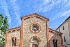 Fachada XIV de la iglesia parroquial de los católicos en Italia Imagen de archivo libre de regalías