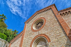 Fachada XIV de la iglesia parroquial de los católicos en Italia Imágenes de archivo libres de regalías