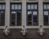 Fachada y adornos del edificio Foto de archivo libre de regalías