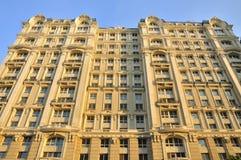 Fachada y azotea del hotel Imagen de archivo libre de regalías
